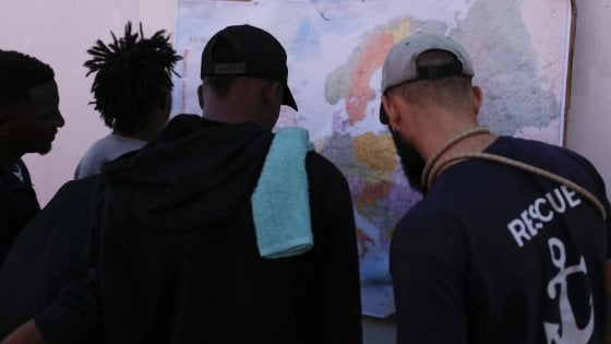 Migranti torturati, violentati e lasciati morire in un centro di detenzione della polizia in Libia, tre fermi a Messina