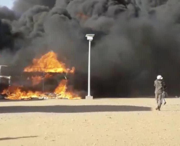 Dopo la marcia, l'incendio. Continua la protesta dei rifugiati di Agadez