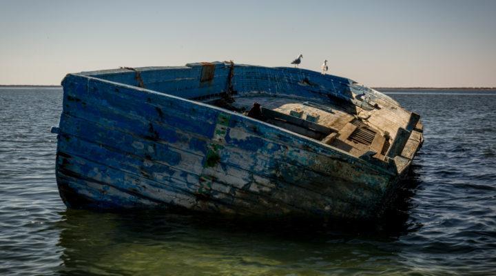 Verso le coste di Zarzis, verso il muro della fortezza Europa dove si spiaggiano i cadaveri dei migranti