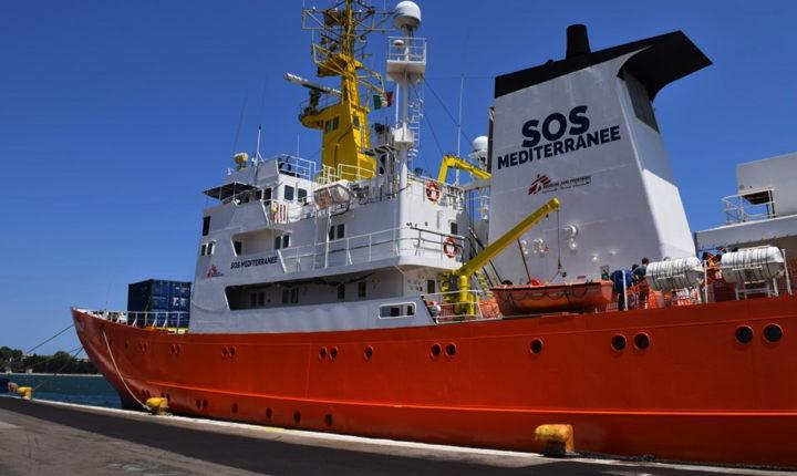 A bordo della nave Aquarius che salva i migranti