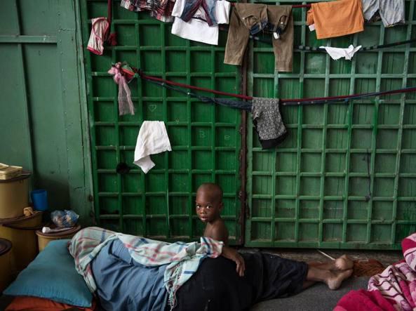 Una delle migranti della Lady Sham: «Sono chiusa in un centro di detenzione e ho un aborto in corso»