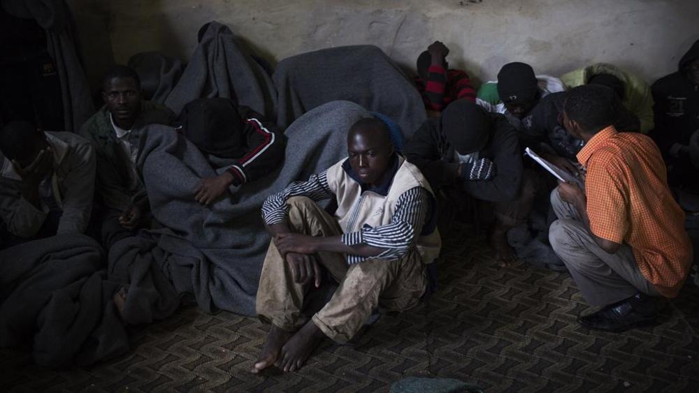 Alì che sognava l'Italia, prigioniero di un carcere per migranti a Tripoli