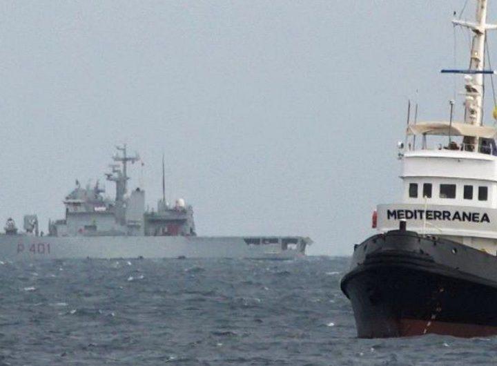 """Migranti, la nave Mare Jonio denuncia: """"Due barconi sono stati bloccati dai libici violando le convenzioni internazionali"""""""