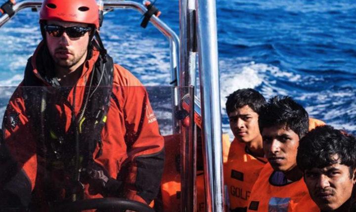 Ong e migranti, reportage a bordo delle navi che salvano vite