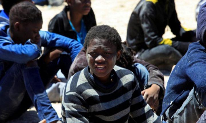 Come funziona il business del traffico di esseri umani in Libia