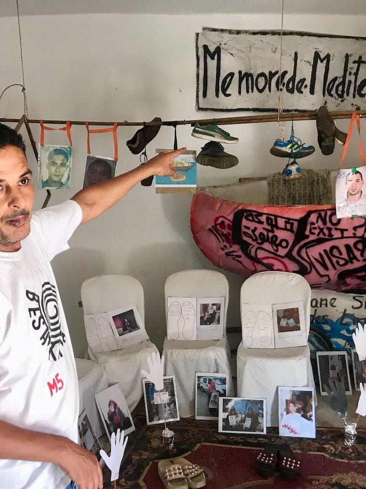 Dal Messico alla Tunisia. Le scarpe dei migranti scomparsi diventano arte e denuncia