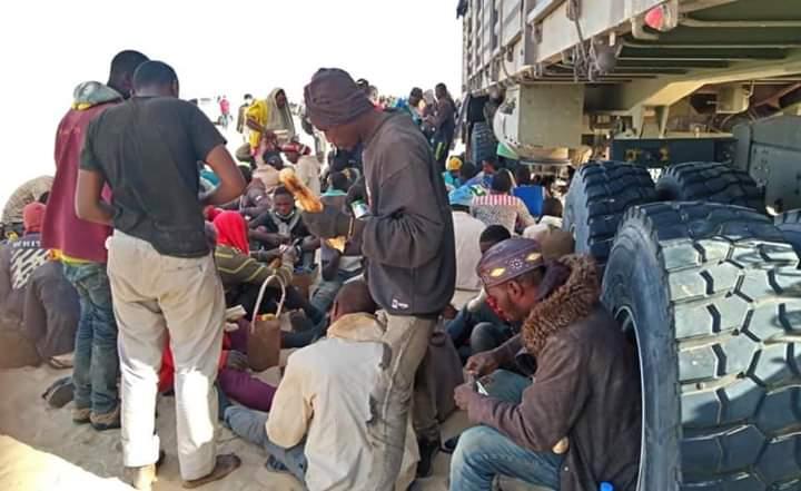 I trafficanti abbandonano 250 profughi nel deserto del Niger. Le strazianti immagini della marcia