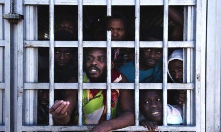 Migranti quasi murati vivi: il video degli orrori nel lager della Libia