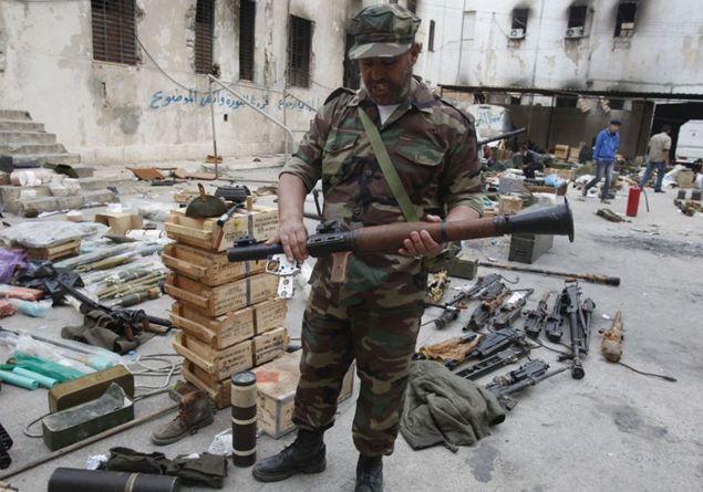 Un business da 423 miloni di euro. Così la Francia viola l'embargo e vende armi alla Libia
