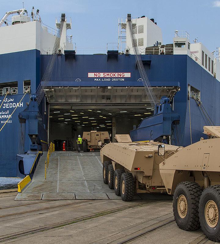 La nave Bahri Abha attracca a Genova carica di armi! L'imbarcazione saudita si è fermata a Sampierdarena a 349,9 metri dalla strada cittadina SS1