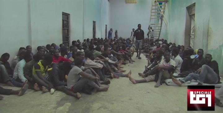 Medici Senza Frontiere: migranti e rifugiati riportati in centri di detenzione libici sovraffollati. Molti in condizioni critiche