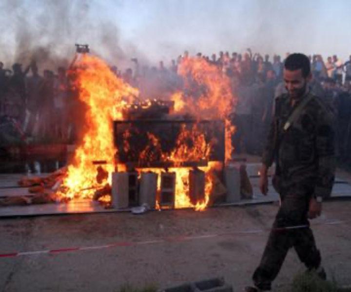 Un migrante nigeriano bruciato vivo a Tripoli
