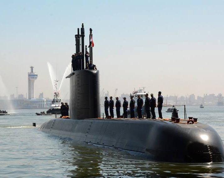 La Germania invia un sottomarino bellico all'Egitto. Impennata degli affari economici tra la Merkel ed Al Sisi in nome del petrolio e delle armi