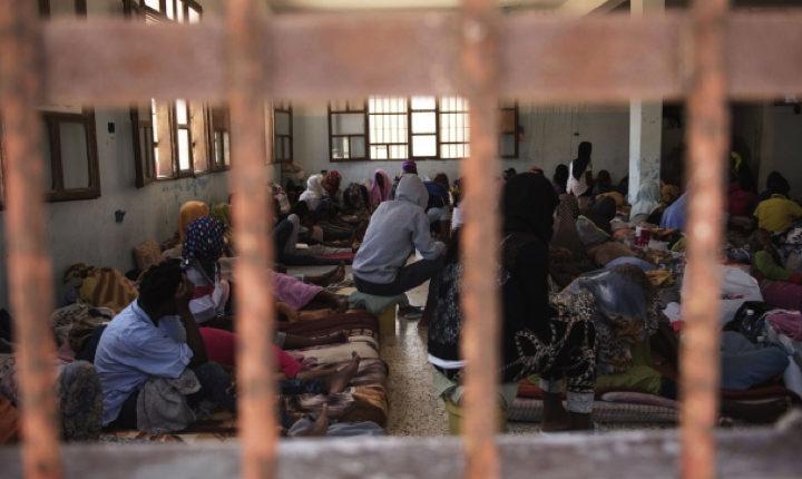 La costa dei lager: i centri di detenzione dei migranti in Libia, dove neanche l'Onu entra