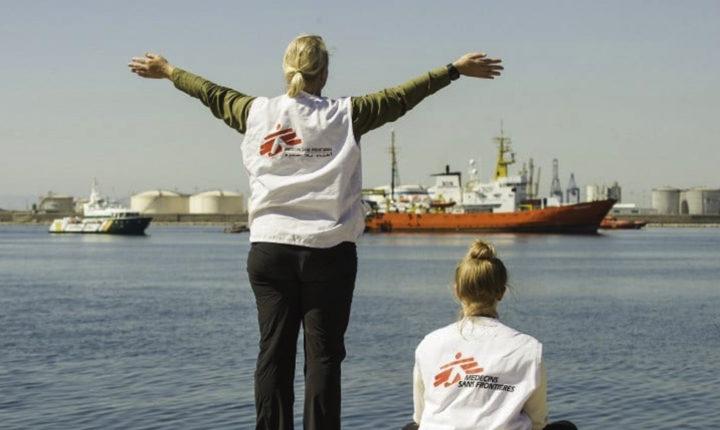 """""""La Libia è finita"""": il lungo viaggio di Aquarius raccontato dai soccorritori appena sbarcati a Valencia"""