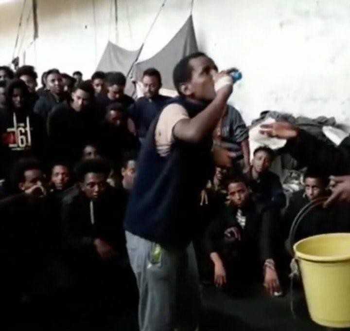 Migranti, 20 morti di fame e sete in un centro di detenzione in Libia, tra spazzatura ed escrementi