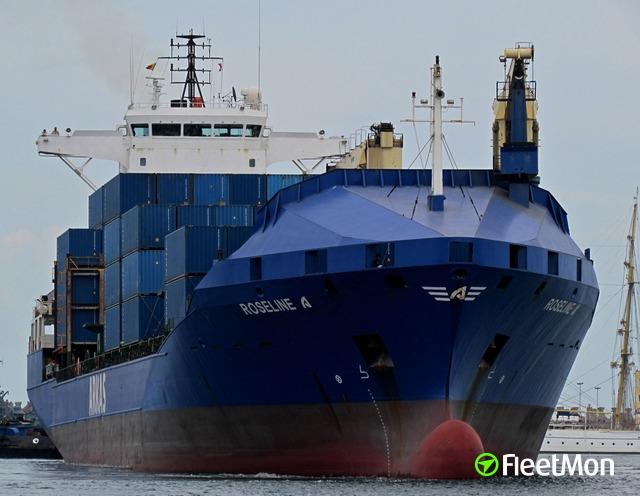 """La nave Roseline A. Per i turchi porta """"biscotti e vernice"""" ma è un cargo di armamenti."""